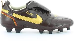 Nike Tiempo Ronaldinho FG 10R Soccer Cleats (10): Amazon.ca: Sports &  Outdoors