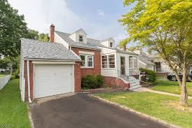 369 000 active under contract