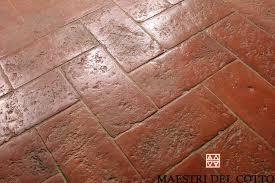 Pavimento Cotto Rosso : Cotto rosso pianella superficie antico buttero