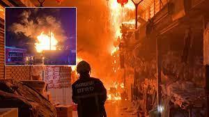 ด่วน! ไฟไหม้ตลาดยิ่งเจริญกลางดึก เพลิงลุกลามหนัก จนท.ระดมฉีดน้ำ - ข่าวสด