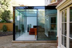 Modern glass box extension by IQ Glass