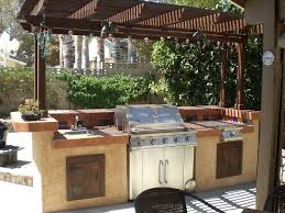 1 barbecue grill and prep station