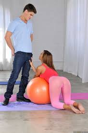 Keisha Grey tries on some fat cock after working out Brazzers.