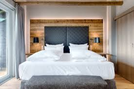 Hotel Obermühle Garmisch Partenkirchen Suite Schlafzimmer Altholz