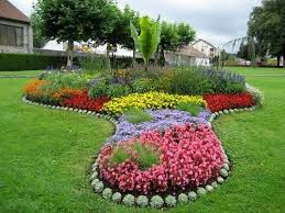 Garden, Excellent Colourful Oval Antique Grass Flower Bed Designs  Decorative Many Flowers Design: beautiful