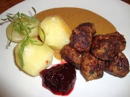 Bildresultat för köttbullar med kokt potatis lingon sallad