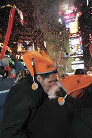 Countdown to the kiss: New Years Eve etiquette | News | cecildaily.com