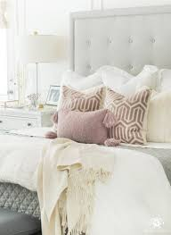 how to layer a bed with pillows and blankets