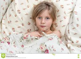 Krankes Kind Misst Die Temperatur Stockbild Bild Von Schlafzimmer