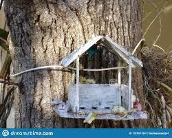 Awesome Petite Maison Faite Main Avec Une Couleur Blanche, Où Les Oiseaux Sont  Perché, Un Art