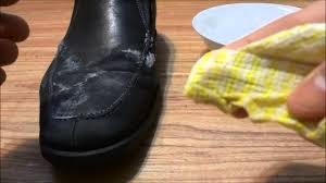 how to remove salt stains from shoes water and white vinegar solution you