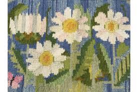 swedish flat weave rug by ingegerd silow ox eye daisies woven in off white