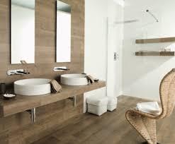 20 Amazing Bathrooms With Wood-Like Tile