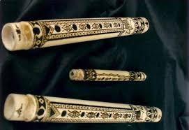 Alat musik yang berbentuk segitiga dan terbuat dari bahan logam ini menghasilkan bunyi ketika dipukul pada bagian sisi luar maupun dalam menggunakan pemukul logam nah, demikianlah sekilas pembahasan kami mengenai pengertian alat musik ritmis beserta contoh dan gambarnya lengkap. 7 Alat Musik Tradisional Minangkabau Lengkap