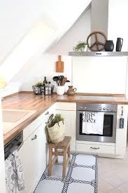 kleine Küche unterm Dach