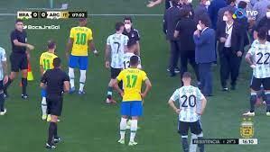 السلطات الصحية توقف قمة البرازيل ضد الأرجنتين بعد دقائق من إنطلاقها.. فيديو  – يوم نيوز