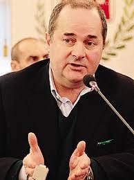... Il presidente dell'amministrazione provinciale di Varese Dario Bianchi propone che gli studenti comaschi che studiano a Saronno versino un contributo - ora-varese-vuole-tassare-gli-studenti-comaschi_742c4d56-8f51-11e3-a37f-cb9440d62e4e_display