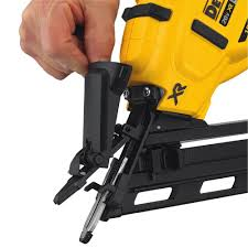 dewalt dcn650b 20v max xr 15 ga cordless angled finish nailer tool