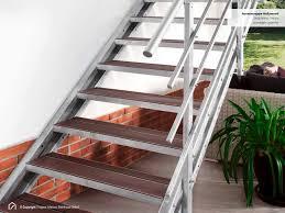 Unsere stahltreppen und holzstahltreppen oder auch lofttreppen bieten eine vielzahl an gestaltungsmöglichkeiten. Aussentreppe Hollywood Stahltreppe Wpc Stufen