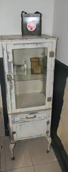Hospital Medicine Cabinet The 25 Best Ideas About Medical Cabinets On Pinterest Vintage