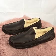 men s ugg ascot leather slipper m 5a54331e45b30c7acb035e10