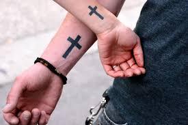 значение наколок крест на безымянном пальце перстни наколки