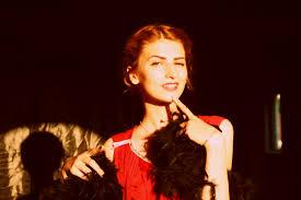 Obrazy Dievča Vinobranie Spevák červená Móda účes