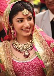 if you are a sikh bride with a day wedding then this extremely subtle bridal makeup look is perfect i love how the lipstick color blends with the outfit