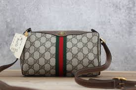 gucci vintage. hover to zoom gucci vintage t