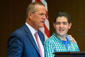 las vegas essay winner wins dream vacation at lake tahoe las lt gov mark hutchison left talks eighth grader michael meerovich