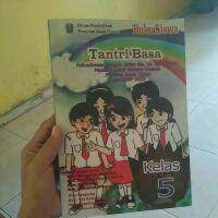 Kunci jawaban bahasa indonesia kelas 11 halaman 122. Buku Bahasa Jawa Sd Kelas 5 Tantri Basa Kurikulum 2013 Edisi Revisi 2018 Shopee Indonesia