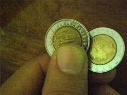 ازكاء مصرى يضحك على الامريكان ويبيع الجنية الفضة على اساس عملة فرعونية images?q=tbn:ANd9GcShGznhXKmXwueZRylrgUEbE8fYAICkehqShVcjnDbdfhS-Ersl