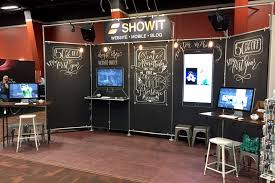 this trade show booth uses kee klamp to create 5 diffe sections with chalkboard like platforms attached to the frame a integrated desk also extends