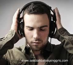 Justru dengan mendengarkan musik kamu bisa memahami arti dari lirik lagu yang dilantunkan. Belajar Listening Bahasa Inggris Mudah Dan Efektif Lewat Lirik Lagu
