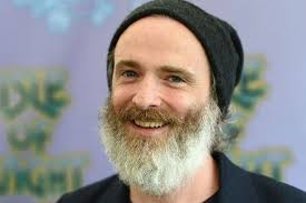 Travis singer Fran Healy looks unrecognisable after growing bushy ...