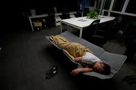 Bed in office Modern Ma Zhenguo Systems Engineer At Renren Credit Management Co Sleeps On Yahoo Working Eating And Sleeping At The Office