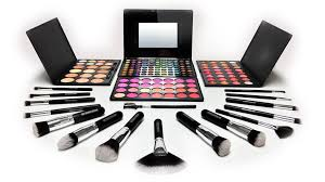 free professional makeup kit included in qc s makeup artist course