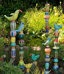 barb vanderbeck totems barbaravanderbeck garden crafts recycled garden