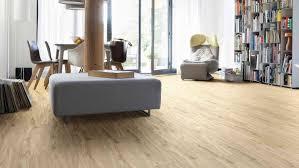 Durch hochwertige drucke und gegebenenfalls zusätzliche prägungen sind die fußböden kaum vom original zu entscheiden. Designboden Vorteile Und Nachteile Des Bodenbelags