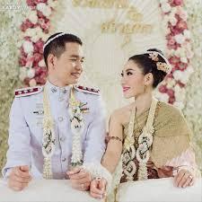 12 ชดไทยสำหรบงานแตงตอนเชา