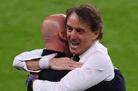 يورو 2020 | عناق تحرير مانشيني وفيالي - Football Italia