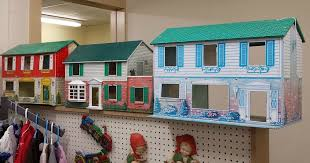 I Couldn't Resist This Vintage Colonial Dollhouse From The '40s Cool Make Your Own Barbie Furniture Property
