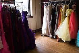 photo essay a prom dress giveaway in wood village press promdress photoessay shidalgo 4
