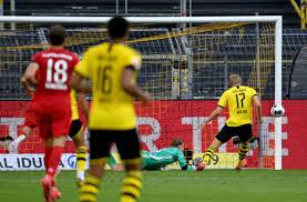 Borussia dortmund is going head to head with bayern münchen starting on 17 aug 2021 at 18:30 utc. Borussia Dortmund 0 1 Bayern Munich Bvb Dealt Hammer Blow In Title Bid