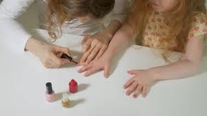 Matka A Dcera S Zábavné Malování Nehty čas Strávený S Rodinou Koncepce