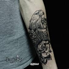 фото татуировки орел в стиле графика татуировки на предплечье