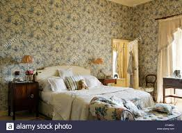 Lounge Bedroom Toile De Jouy Wallpaper In Bedroom With Floral Patterned Chaise