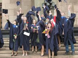 Вручение дипломов с отличием выпусникам факультета политологии