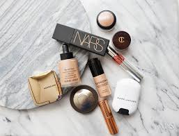 with hot weather es a change in my makeup routine especially with my base i try to stick to something that feels as light as possible on the skin
