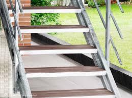 Der bau einer kleinen außentreppe sollte sorgfältig geplant werden. Aussentreppe Selber Bauen Mit Stahlwangentreppe Hollywood